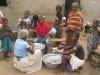 Hausfrauenarbeit im Fischerdorf