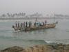 ein Fischerboot bei der Ausfahrt